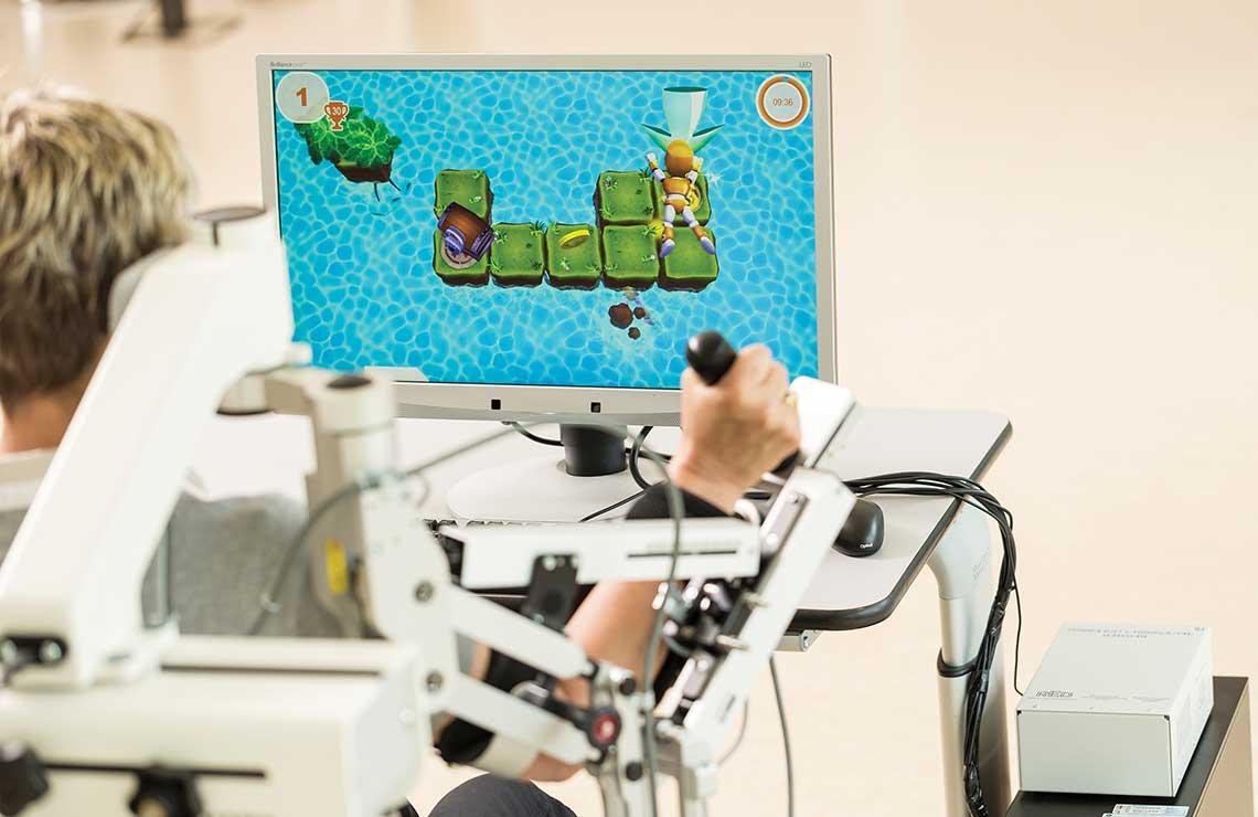 Innovative Therapie-Robotik: der Armeo®Spring bei Frehe + Watzl